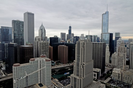 Modern High-Rise Condo in Streeterville