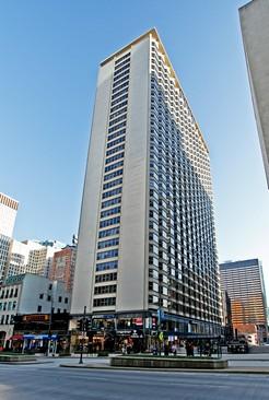 Modern High-Rise Condo on Michigan Avenue
